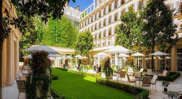 L h tel le bristol paris d voile 29 chambres et suites for Hotel le secret paris