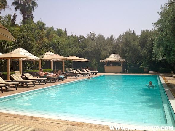 La maison arabe marrakech country club pool by koming up