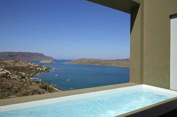 Elounda blu hotel la nouvelle adresse cosy et design de for Blu design piscine napoli