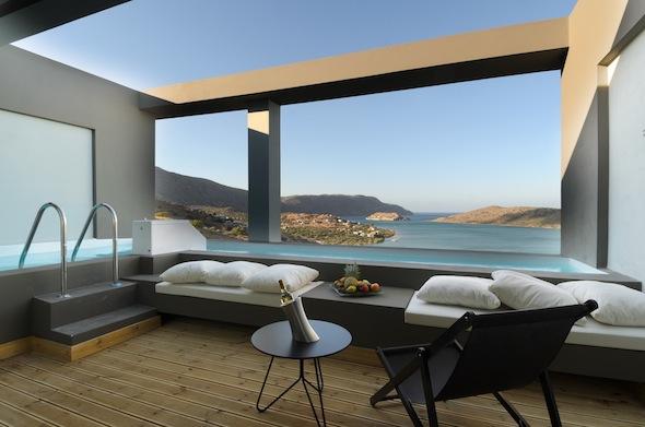 Elounda blu hotel la nouvelle adresse cosy et design de for Hotel avec piscine privative