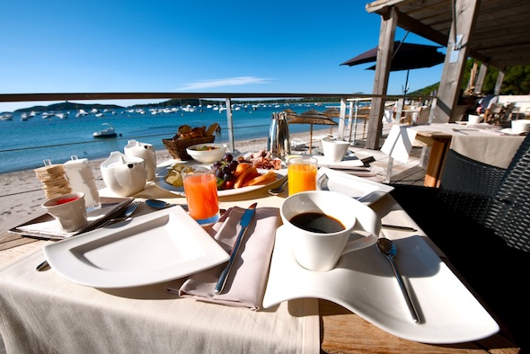 Hotel Le Pinarello boutique hotel de luxe Porto Vecchio petit déjeuner by KomingUP