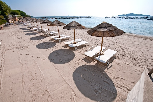 Hotel Le Pinarello boutique hotel de luxe Porto Vecchio transats plage privée by KomingUP
