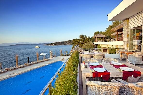 Sarpedor-Boutique-Hotel-&-Spa-Bodrum-Turquie-terrasse-restaurant-piscine KomingUP