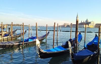 Aman Canal Grande Venice gondoles