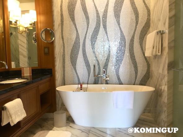 Four-Seasons-Resort-Dubai-Jumeirah-beach-salle-de-bains-suite