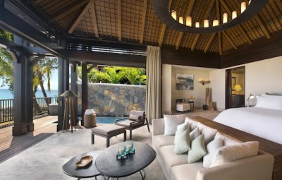 St-Regis-Mauritius-Peninsule-du-Morne-Hotel-de-luxe-Ile-Maurice-The-St-Regis-Villa-Bedroom-with-view-on-the-Lagoon-by-Koming-UP.