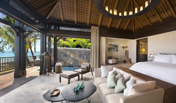 St-Regis-Mauritius-Peninsule-du-Morne-Hotel-de-luxe-Ile-Maurice-The St Regis Villa Bedroom with view on the Lagoon -by Koming-UP.
