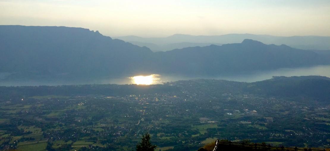 Aix-les-bains-riviera-des-alpes-vue-panoramique-lac-du-bourget