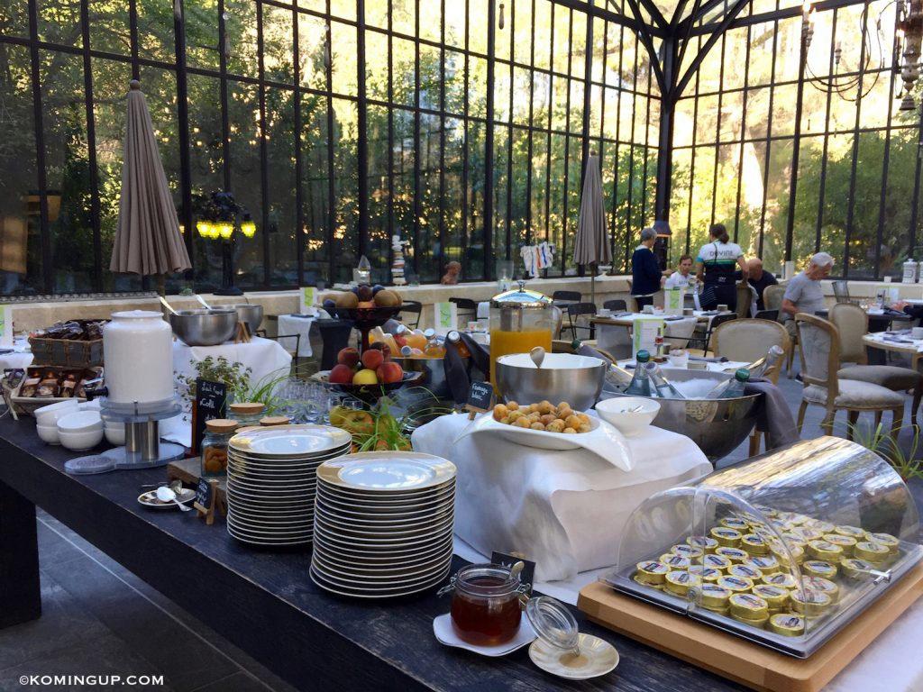 le-domaine-de-manville-hotel-cinq-etoiles-les-baux-de-provence-buffet-petit-dejeuner