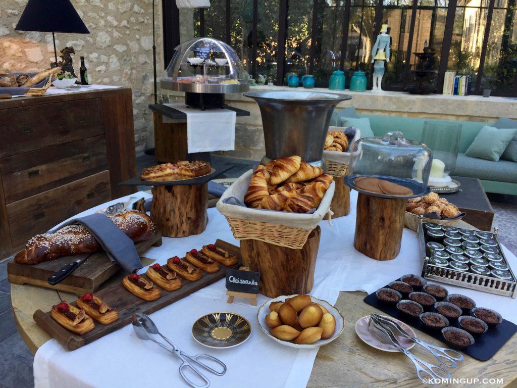 le-domaine-de-manville-hotel-cinq-etoiles-les-baux-de-provence-croissants-maison