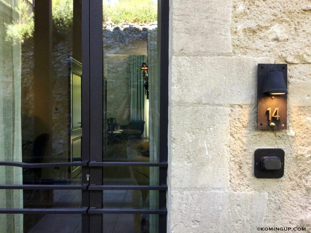 le-domaine-de-manville-hotel-cinq-etoiles-les-baux-de-provence-entree-chambre-14