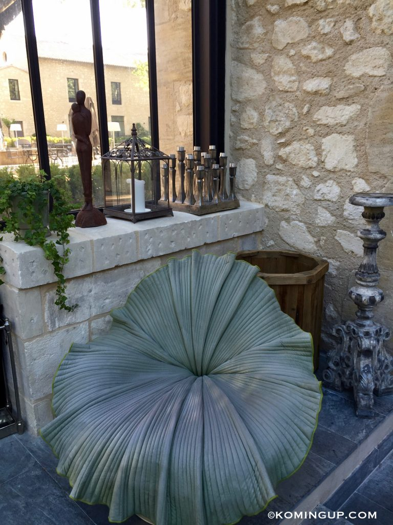 le-domaine-de-manville-hotel-cinq-etoiles-les-baux-de-provence-fauteuil-design
