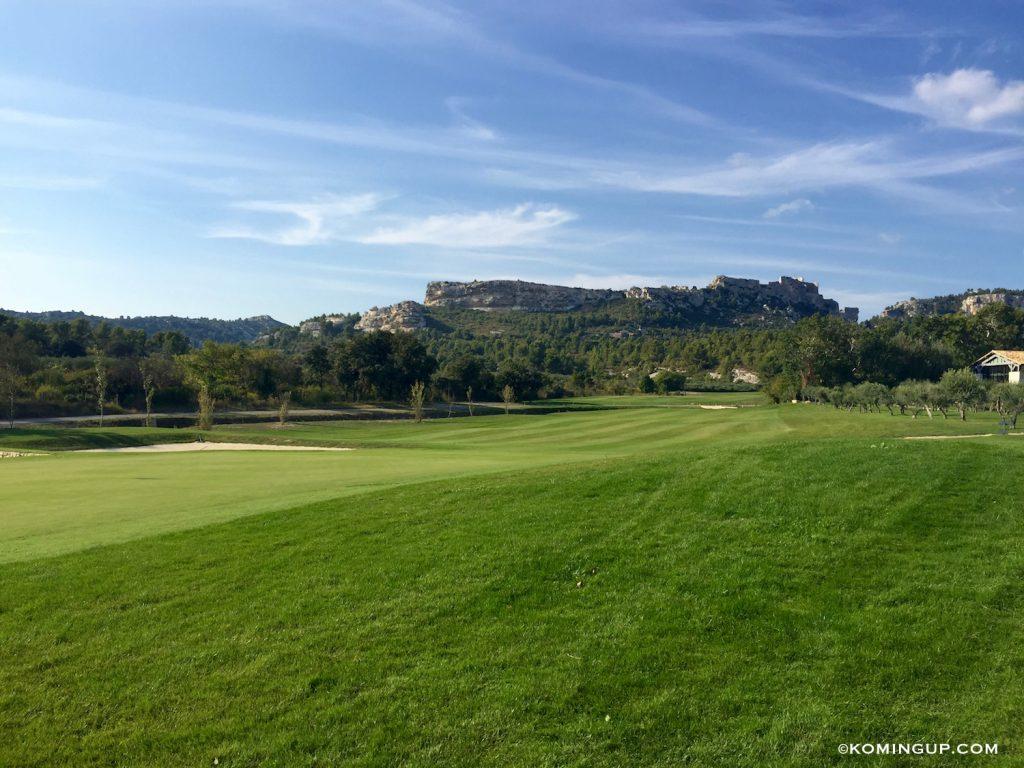 le-domaine-de-manville-hotel-cinq-etoiles-les-baux-de-provence-golf-vue-sur-le-village-des-baux-de-provence