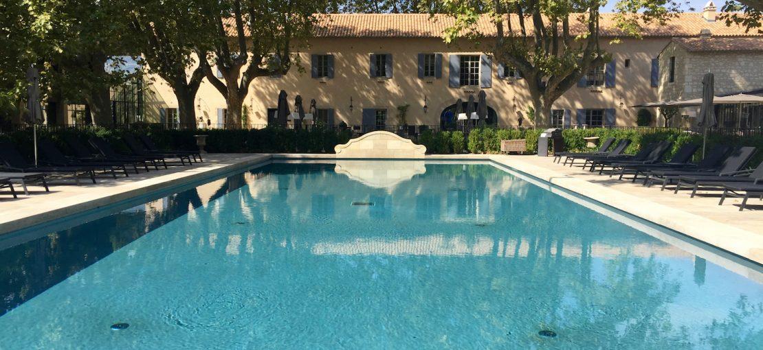 le-domaine-de-manville-hotel-cinq-etoiles-les-baux-de-provence-piscine-exterieure-2