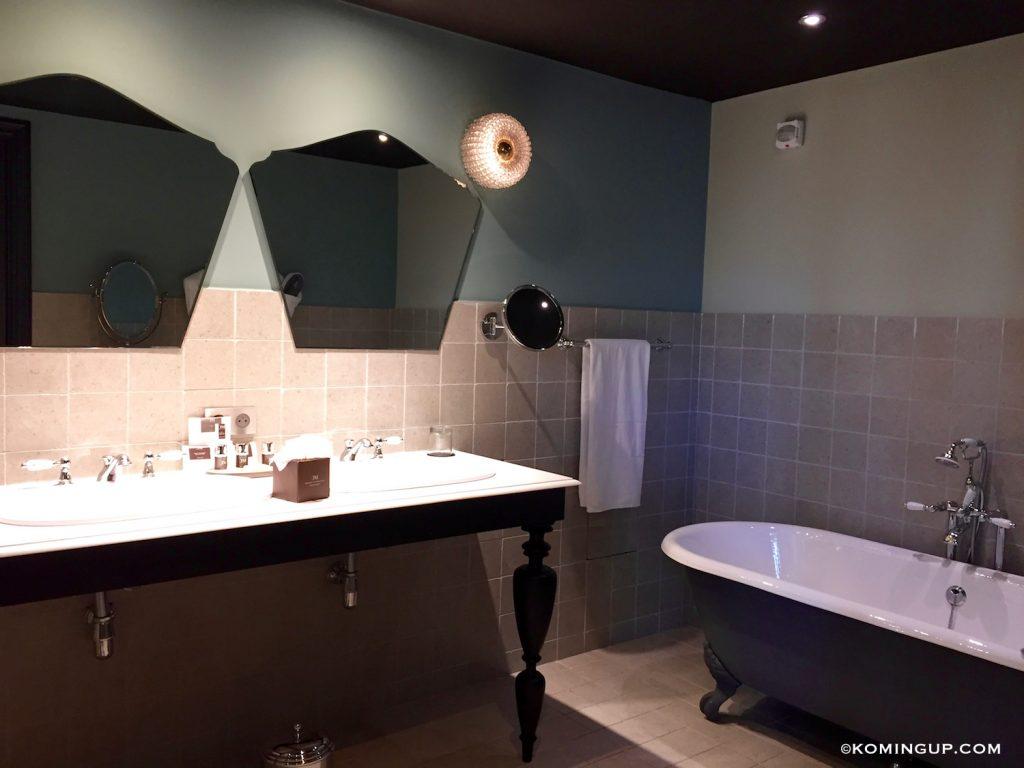 le-domaine-de-manville-hotel-cinq-etoiles-les-baux-de-provence-salle-de-bains