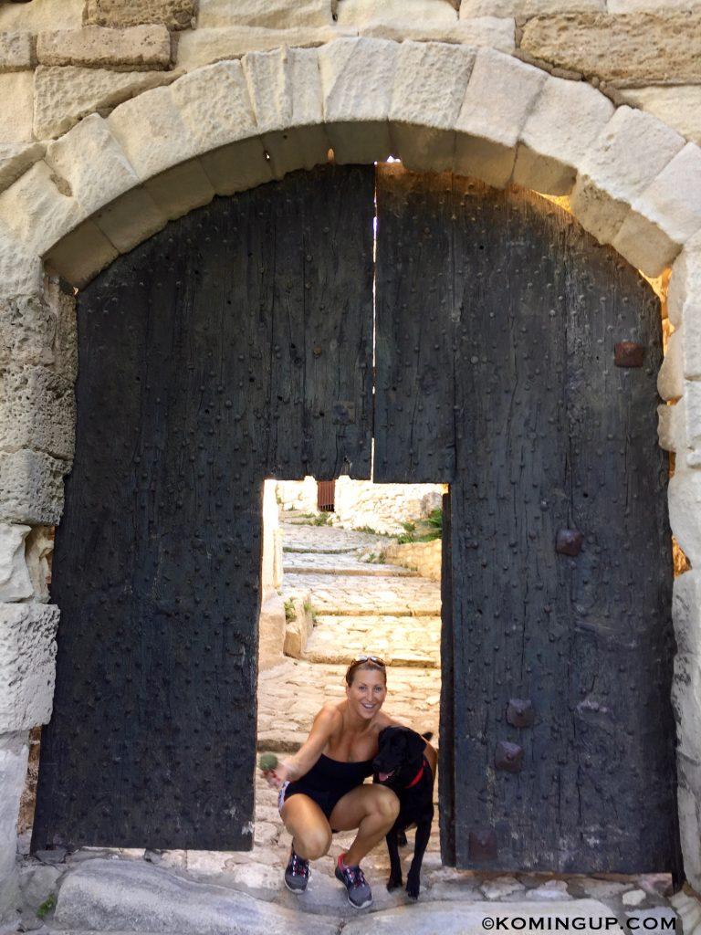 les-baux-de-provence-entree-du-village