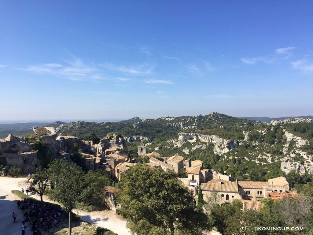 vue-du-village-des-baux-de-provence-dans-les-alpilles