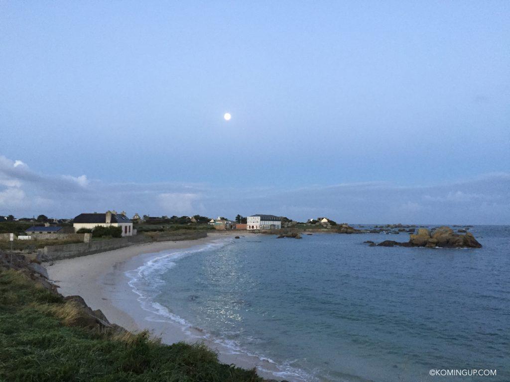 hotel-de-la-mer-brignogan-plage-cote-des-legendes-finistere-nord-bretagne-pleine-lune