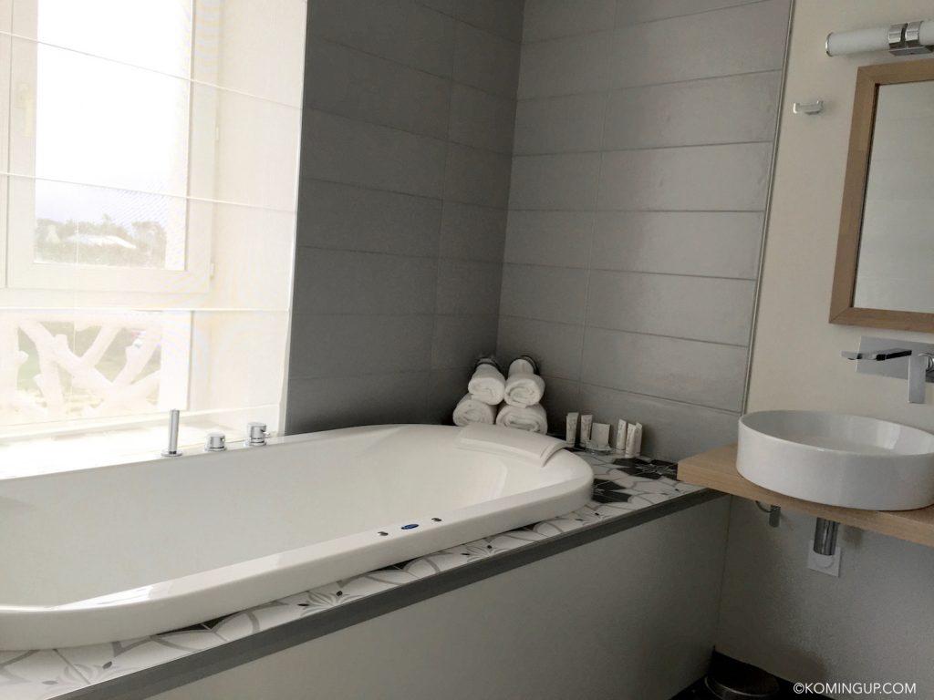 hotel-de-la-mer-brignogan-plage-cote-des-legendes-finistere-nord-bretagne-salle-de-bains-suite