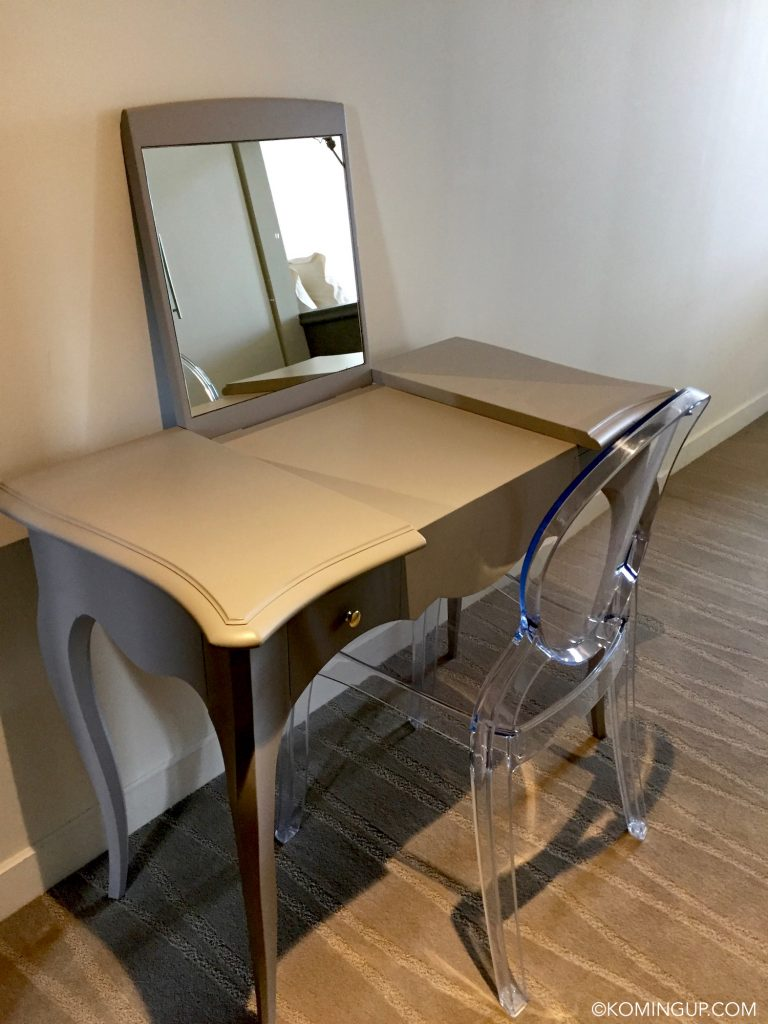 hotel-de-la-mer-brignogan-plage-mobilier