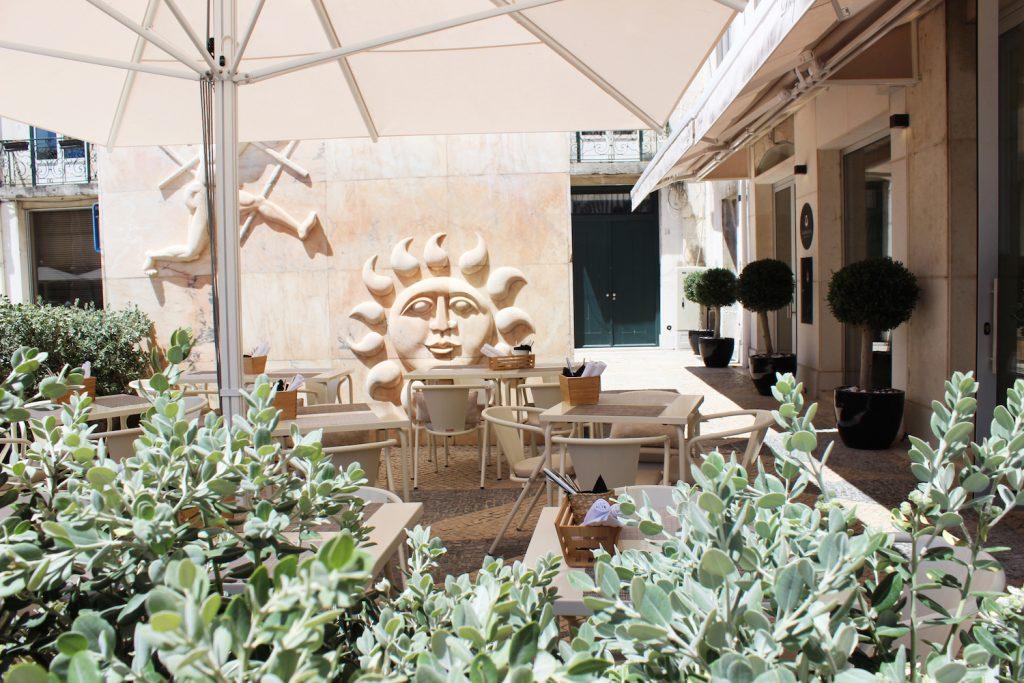 alma-lusa-boutique-hotel-lisbonne-restaurant-terrace-2