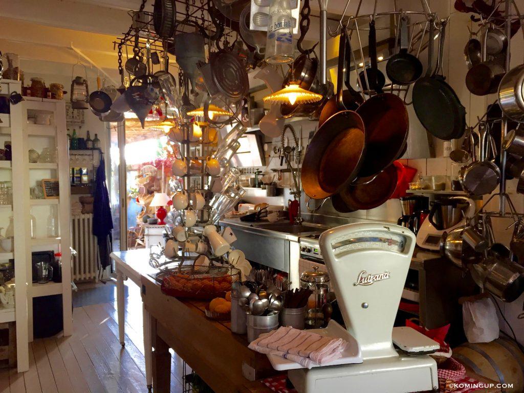 maison-ho%cc%82tes-hote-antique-brignogan-plage-cuisine