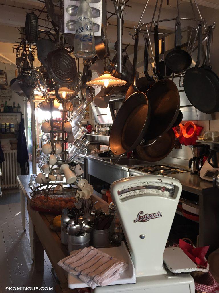 maison-ho%cc%82tes-hote-antique-brignogan-plage-cuisine-2
