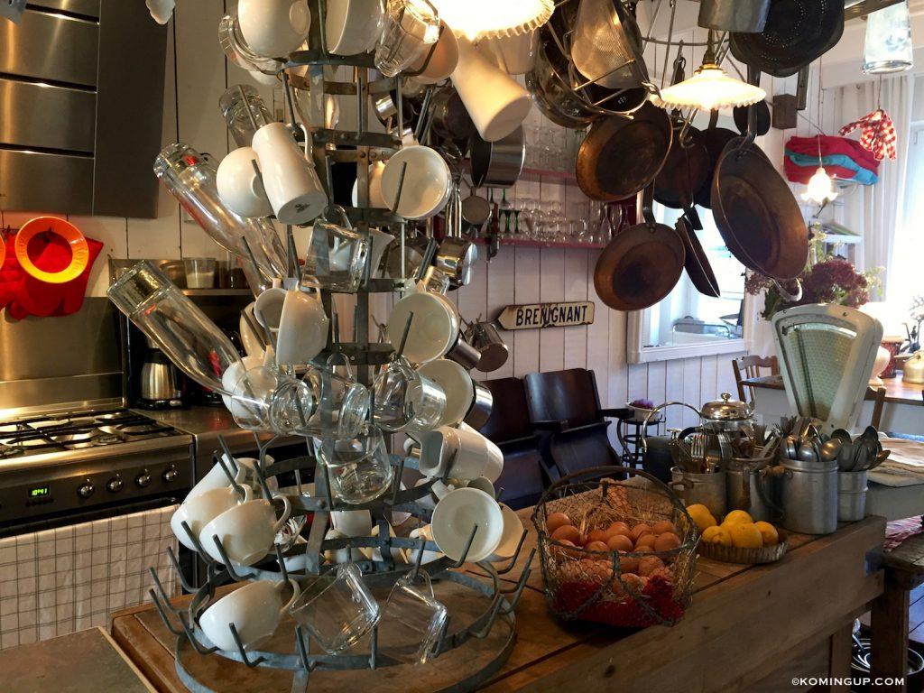 maison-ho%cc%82tes-hote-antique-brignogan-plage-cuisine-3