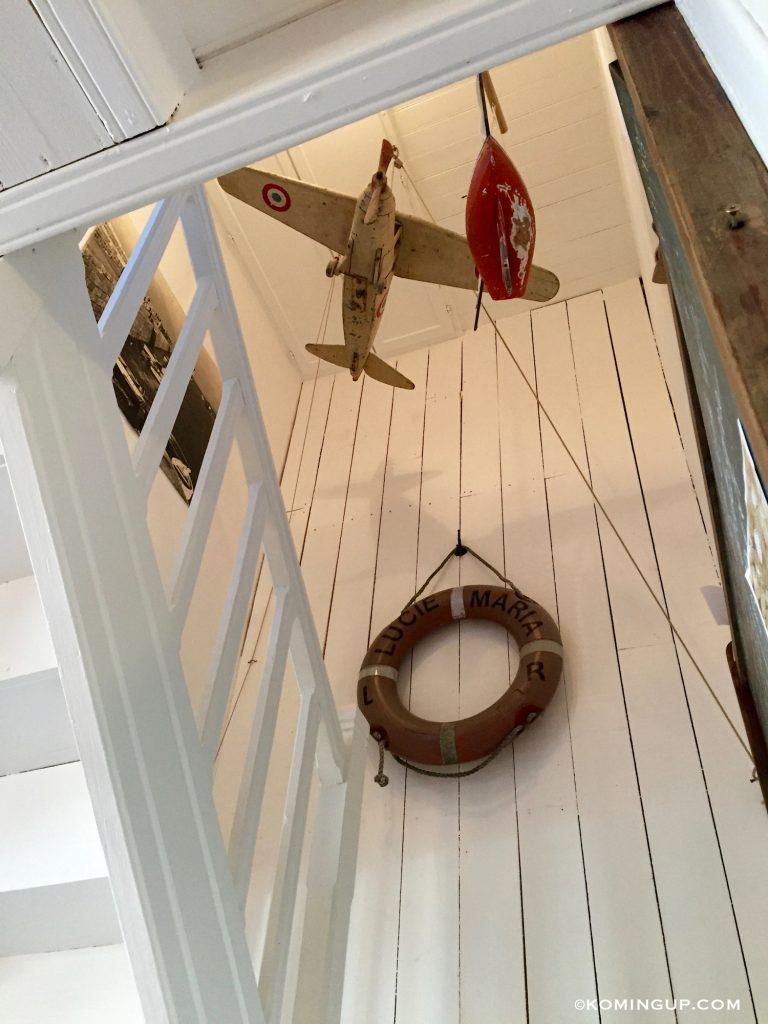 maison-ho%cc%82tes-hote-antique-brignogan-plage-escalier-maison