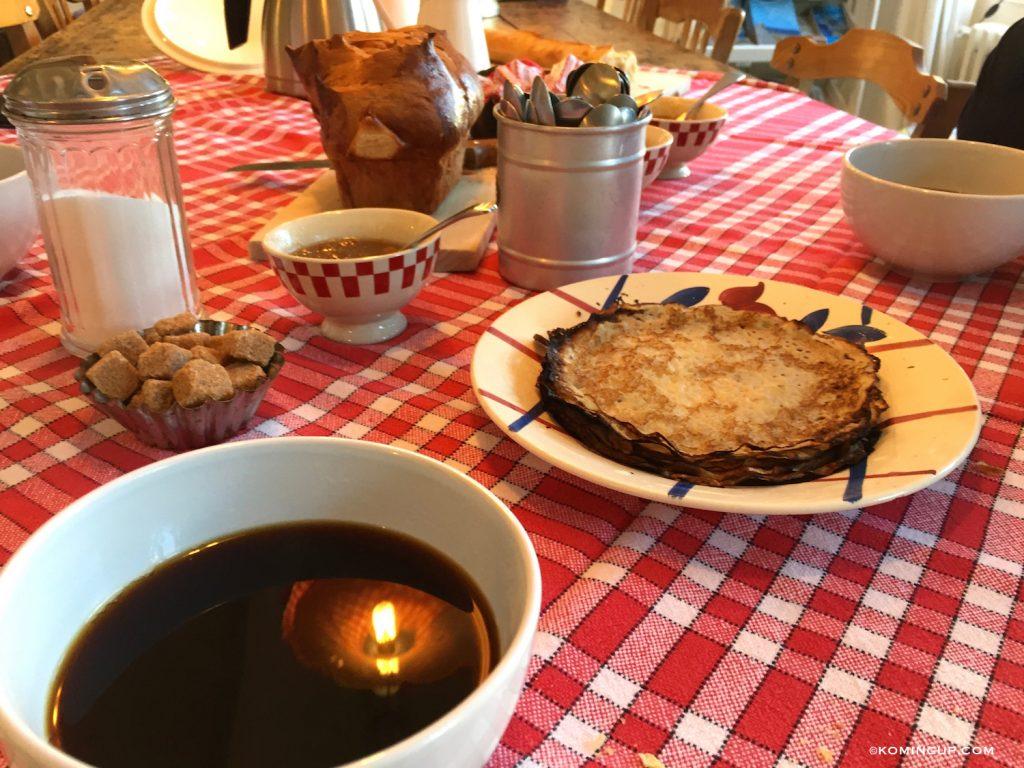 maison-ho%cc%82tes-hote-antique-brignogan-plage-petit-dejeuner