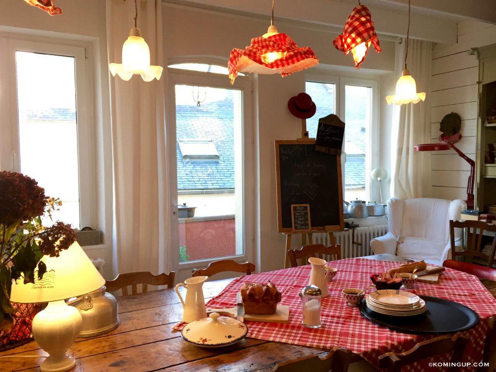maison-ho%cc%82tes-hote-antique-brignogan-plage-salle-a-manger