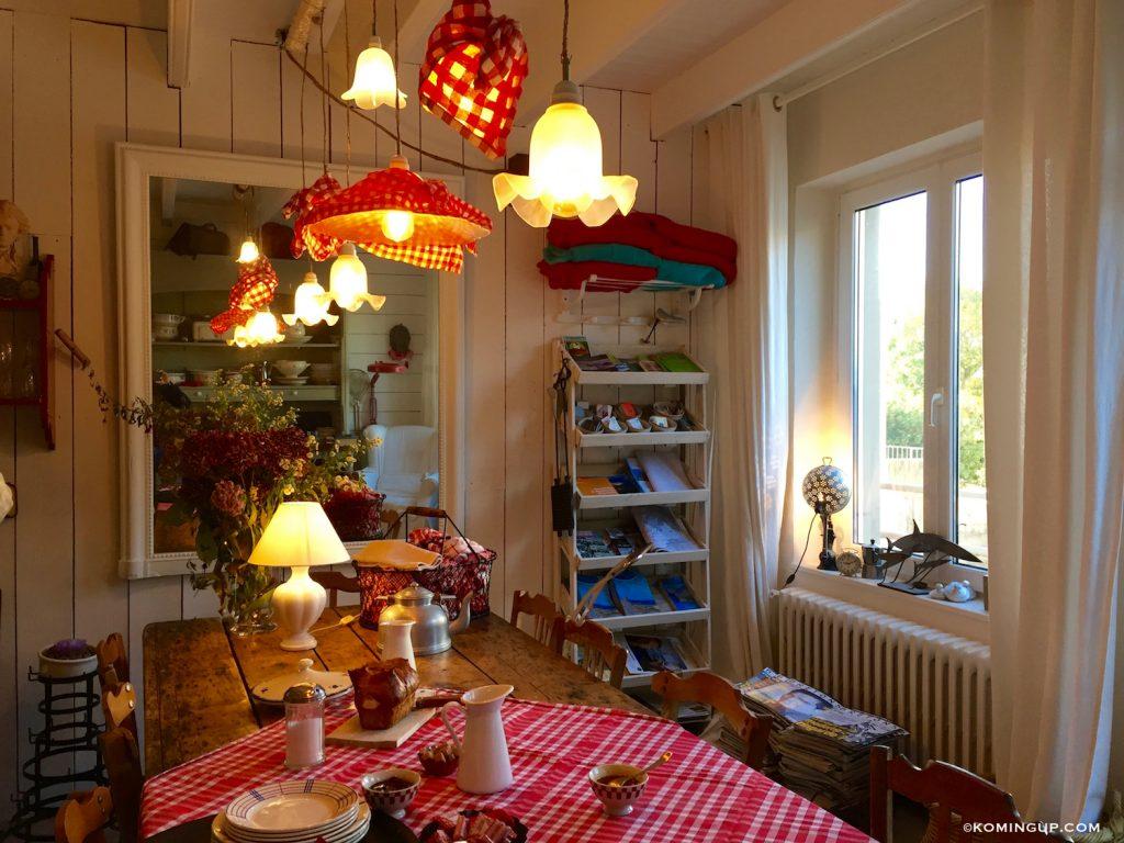 maison-ho%cc%82tes-hote-antique-brignogan-plage-salle-a-manger-2