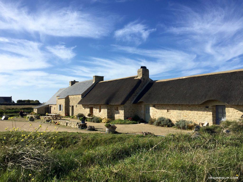 village-de-menneham-cote-des-legendes-finistere-nord