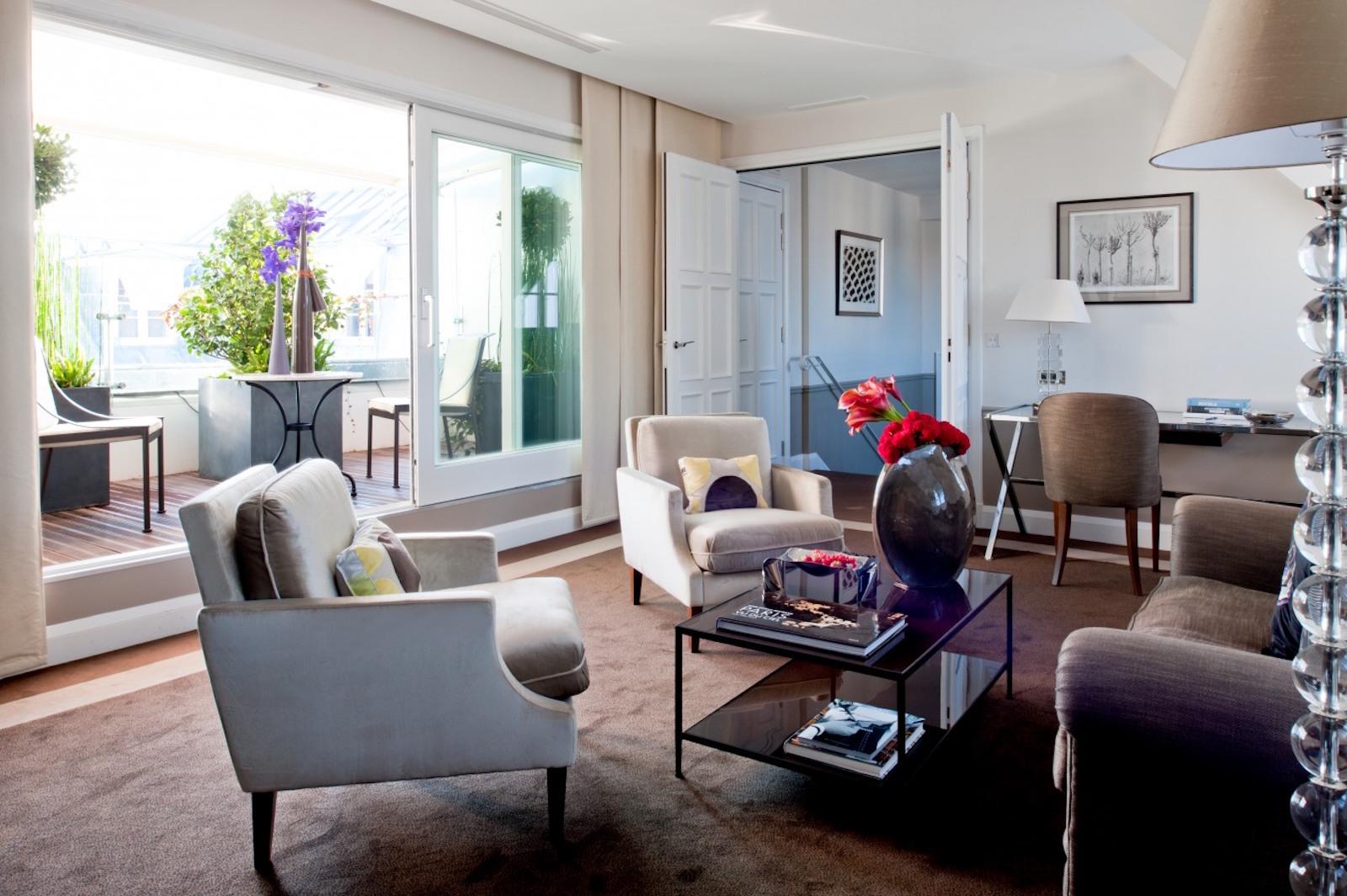 Le burgundy paris une adresse luxueuse entre la place for Appartement deco paris