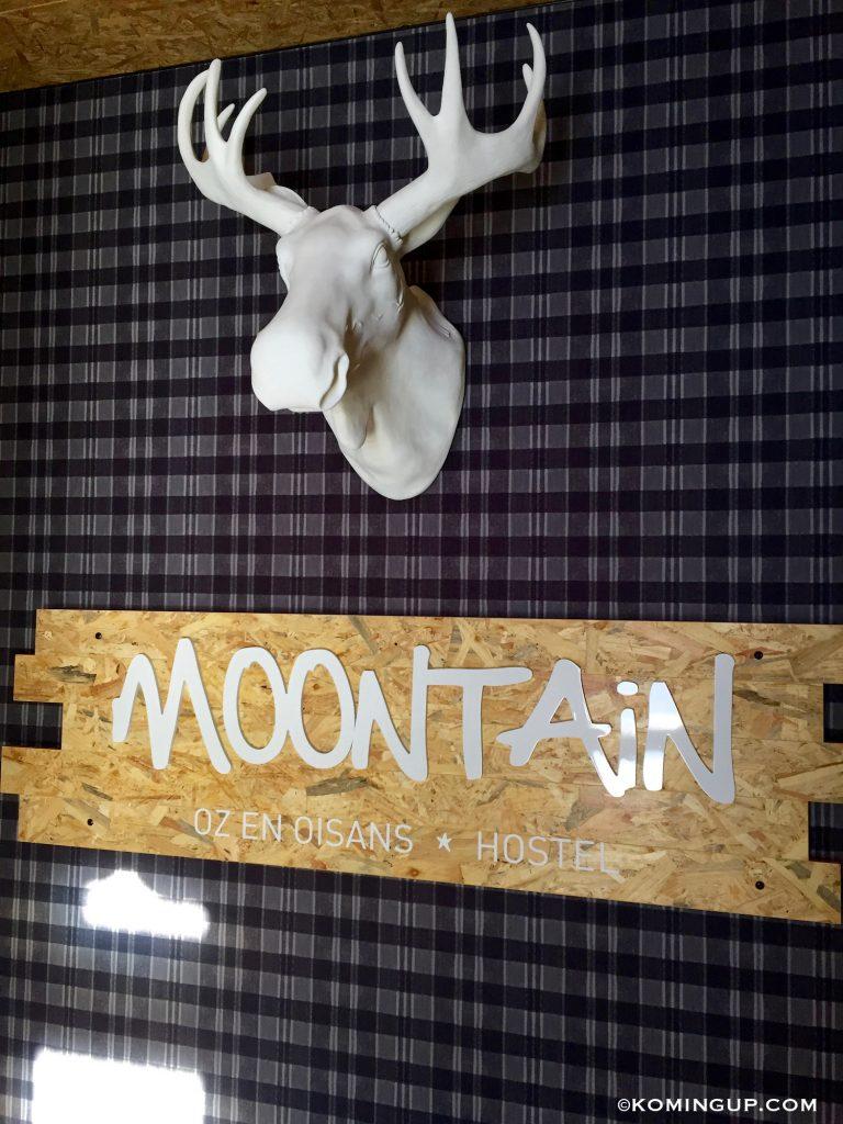 mootain-hostel-oz-en-oisans-alpe-dhuez-lobby