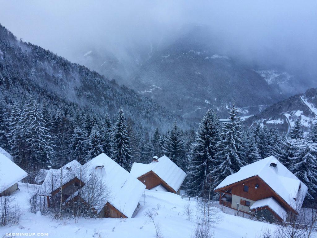 mootain-hostel-oz-en-oisans-alpe-dhuez-vue-chambre