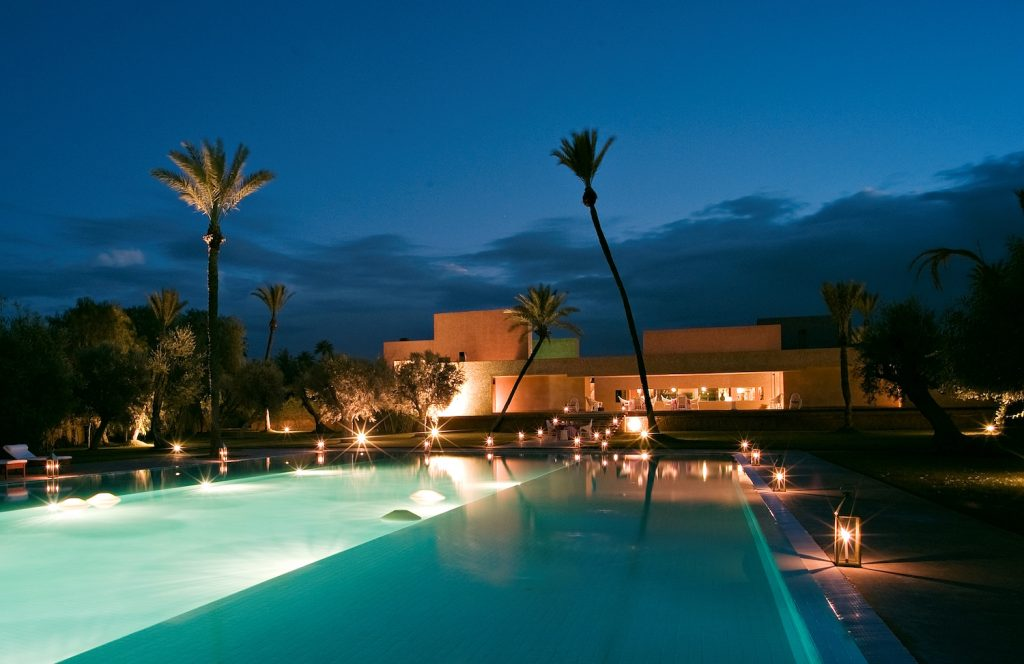 dar-sabra-marrakech-palmeraie-piscine-la-nuit